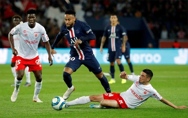 PSG suffer rare home defeat against Reims