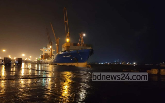 The authorities suspended all operations at Chittagong Port on Friday evening until further notice after the Met Office raised Cyclone Bulbul warning level to danger signal.
