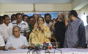 Raushon Ershad attends a media briefing at her residence on Thursday amid the ongoing rift over the leadership of the party. Photo: Mahmud Zaman Ovi