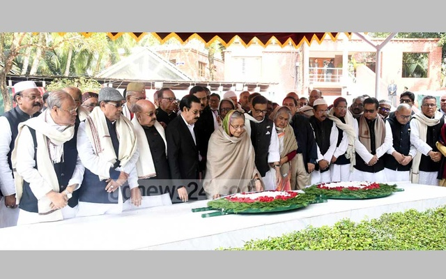 Hasina, new AL commitee pay tribute to Bangabandhu in Tungiparha