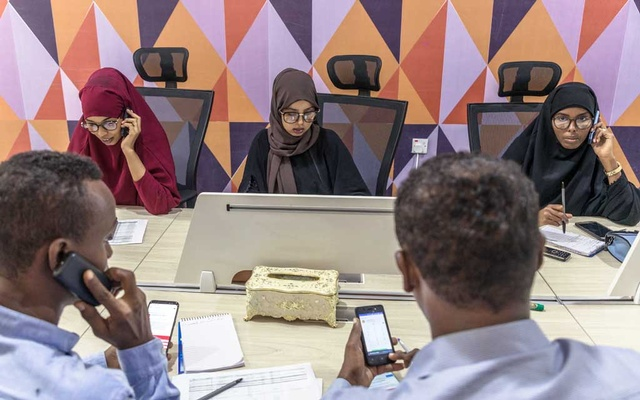 Young Somalis step in where government fails