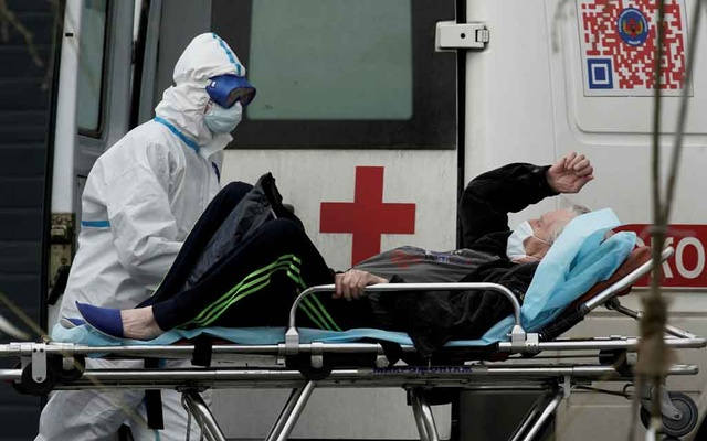 One dead after fire breaks out at Moscow coronavirus hospital