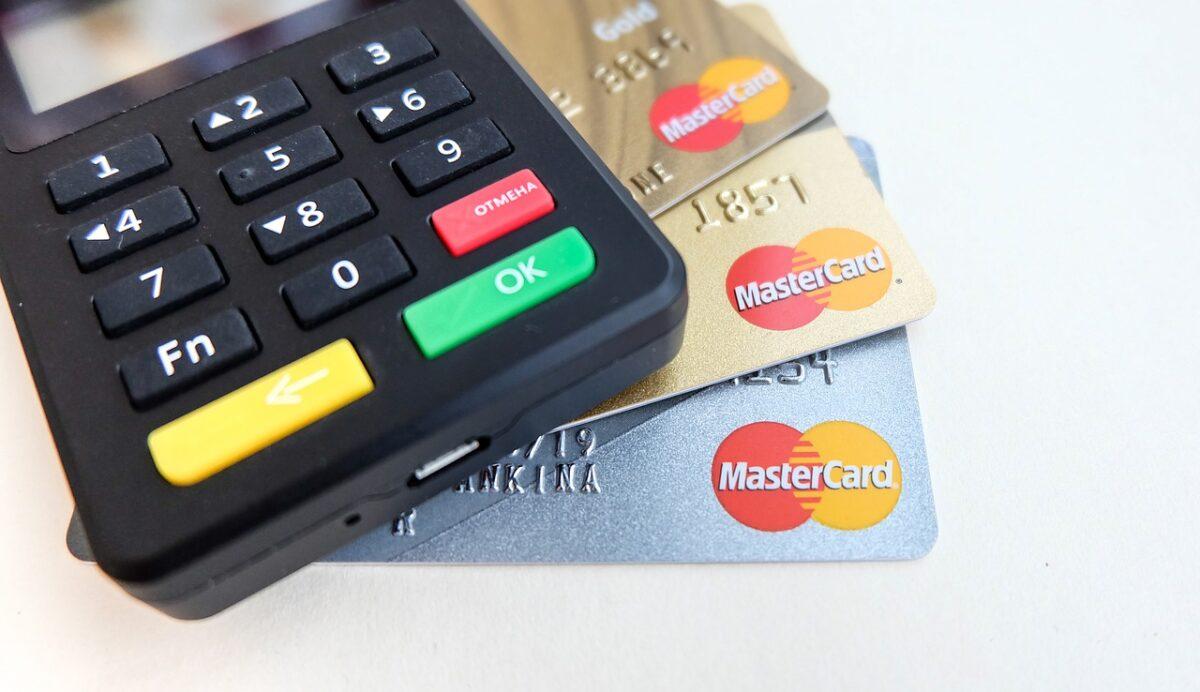 si no uso mi tarjeta de debito me cobran?